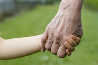 Cass. civ. n. 1191, 21 gennaio 2020: Affido esclusivo alla madre, se il padre delega le funzioni genitoriali ai nonni